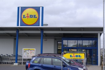 Lidl cuts back plastics